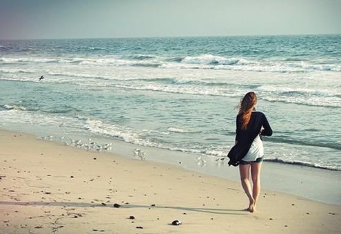 passeggiate-a-piedi-nudi-sulla-sabbia-in-versilia
