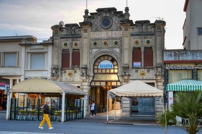 il-liberty-bagno-Balena-a-Viareggio